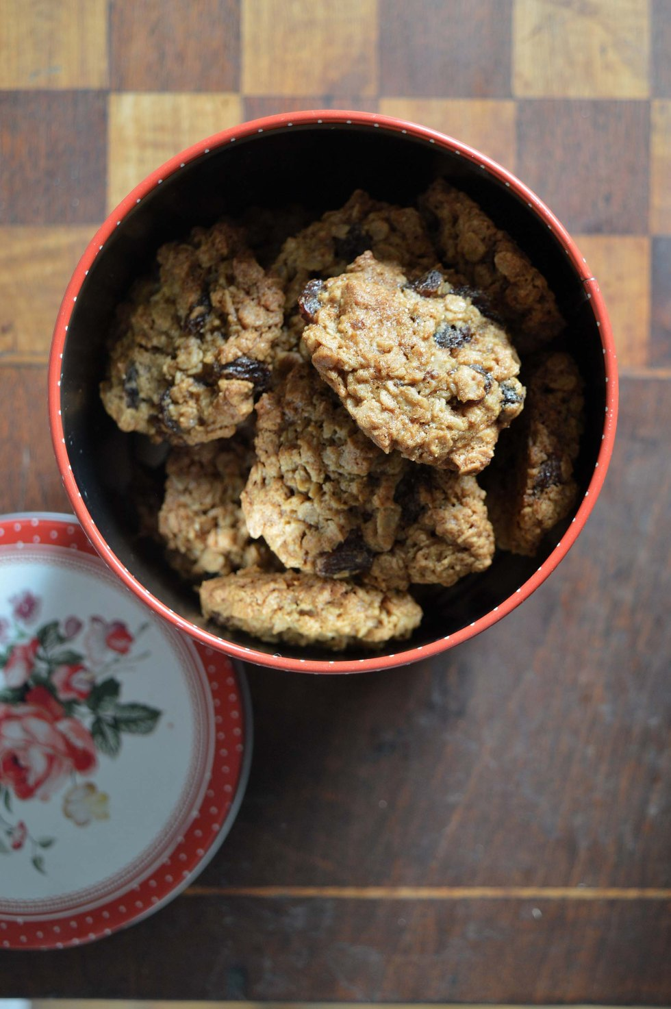 oat and raisin cookies