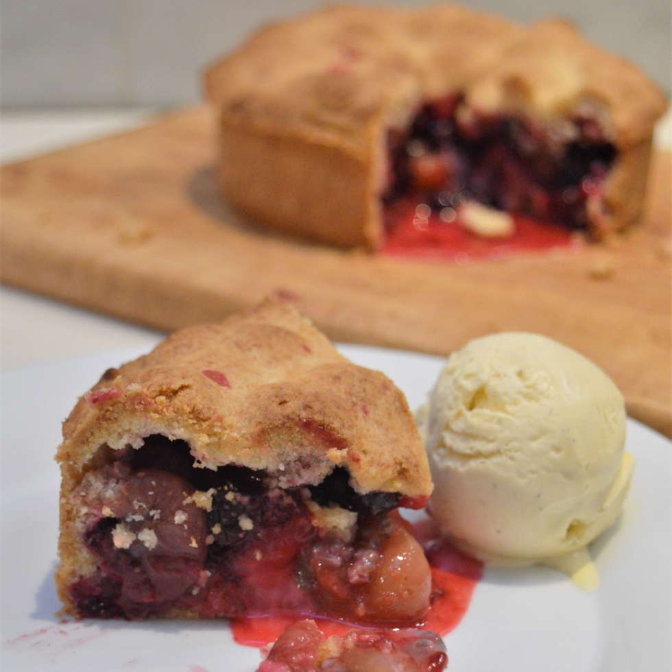 gooseberry and blackcurrant pie